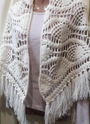Очень красивый вязаный платок