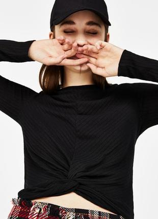 Тoнкий свитер с узлом bershka