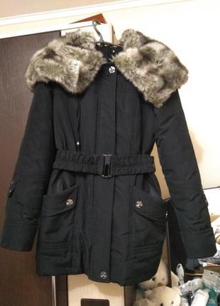 Зимняя куртка с очень красивым меховым воротником