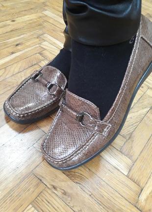 Легкие, удобные туфли на низком ходу 37 размер.