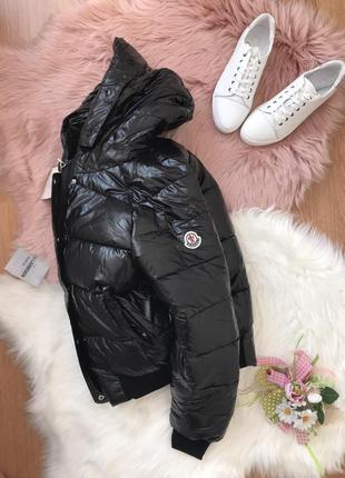 Чёрная тёплая дутая куртка на зиму тренд 2019