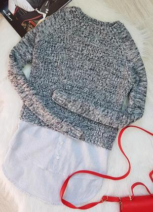 Теплый свитер с вставкой рубашкой