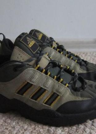 Треккинговые осенние кроссовки 38 р, туристические кросовки адидас