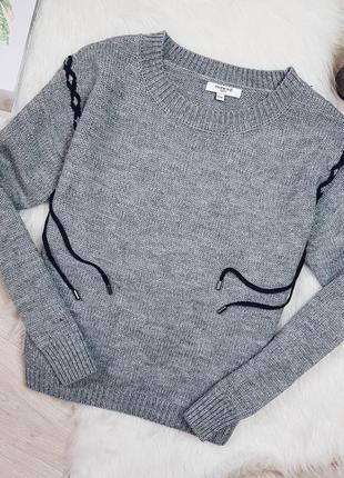 Теплый свитер на шнуровке в составе шерсть
