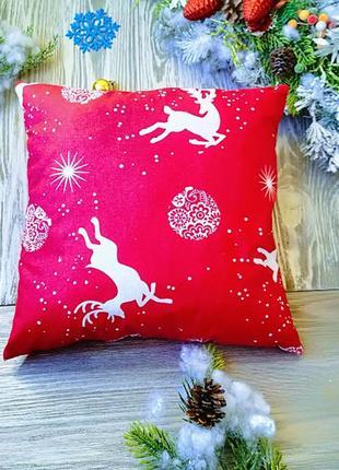 Подушка красная олени-звезды