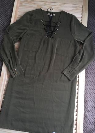Платье - рубашка с переплетом на груди, хаки, размер s.