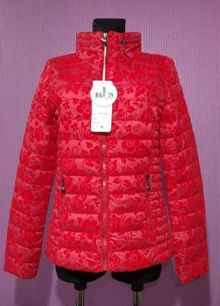 Новая лёгкая демисезонная куртка с бархатным напылением.
