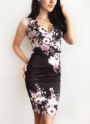 Роскошное платье с цветами и пояском