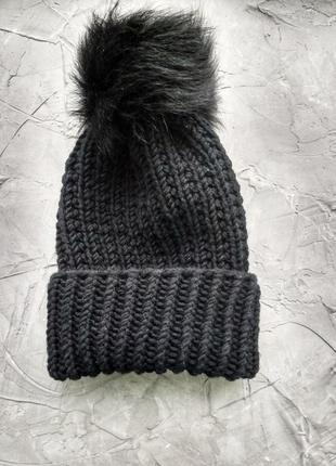 Женская шапка черная ручная работа