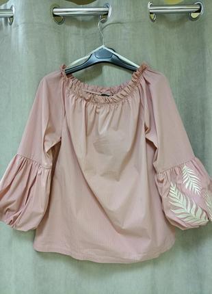 Блузка с вышивкой на рукаве mos mosh