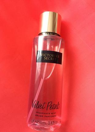 Парфюмированный спрей для тела victoria's secret velvet petals