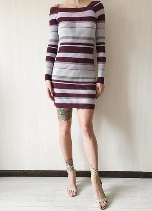 Платье свитер с ассиметричными плечами