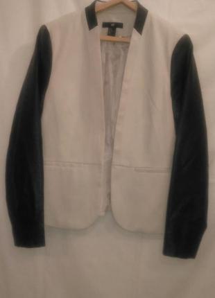 Классный  пиджак блейзер с кожаными рукавами очень нарядный