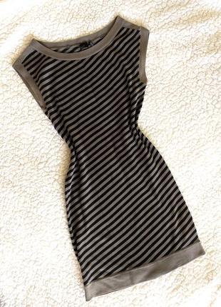 Класне плаття guess в полоску