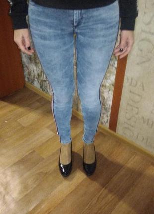 Продам голубые джеггинсы gloria jeans