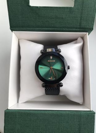 Часы с изумрудным циферблатом