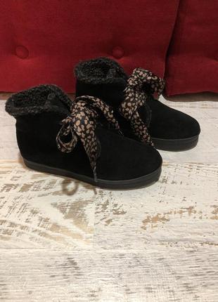 Новые натуральные фирменные ботинки на овчине 37р./23,5 см