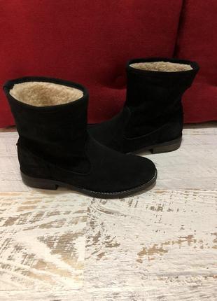 Натуральные фирменные ботинки на овчине 40р./25,5 см