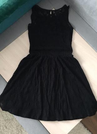 Красивое черное короткое платье
