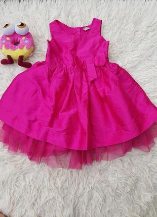 Шикарное, нарядное платье.