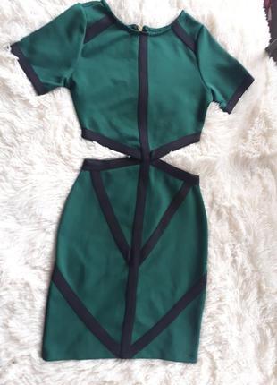 Крутое платье с вврезами на талии