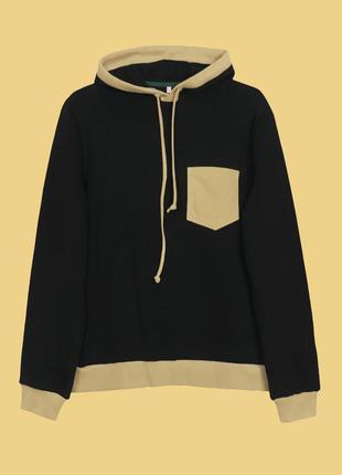 Черный худи с карманом горчичного цвета