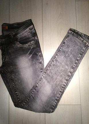 Серые джинсы uno