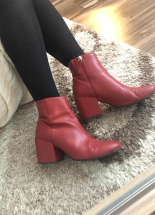 Красные ботинки зимние-осенние pull&bear