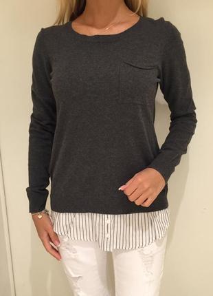 Лёгкий свитерок серый свитер с имитацией рубашки. house. размеры разные.