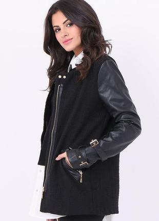 Стильная куртка пальто  с кожаными вставками и пряжками
