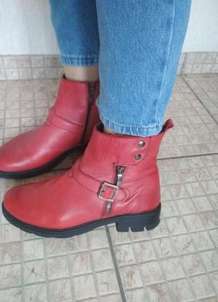 Шикарные красные ботинки демисезон