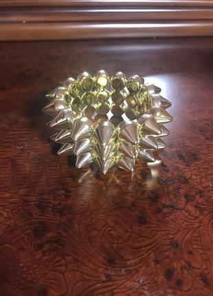 Золотой широкий браслет с шипами