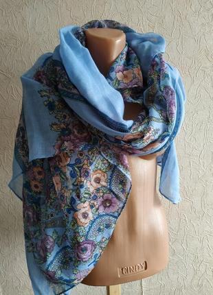 Большой красивый шарф, платок