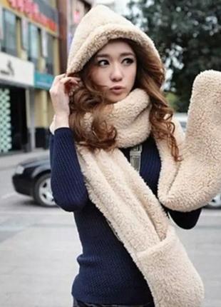 Плюшевый шарф-капюшон с кармашками для рук