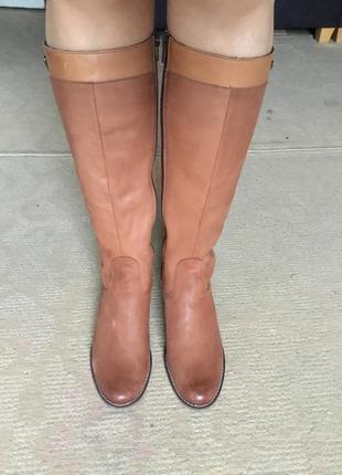Фирменные утеплённые кожаные сапоги , размер 40 состояние новых