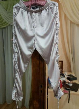 Стильные атласные брюки