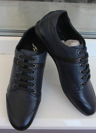 Мужские осенние кроссовки. стильные, аккуратные, кожа. размеры:39,40,41,43,45