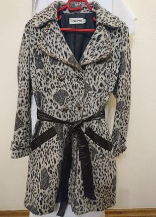 Модное леопардовое пальто