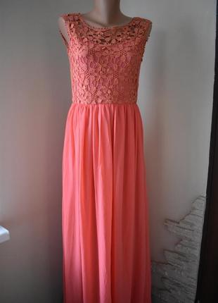 Новое красивое платье с кружевным верхом