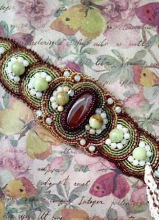 Широкий браслет с камнями вышивка бисером