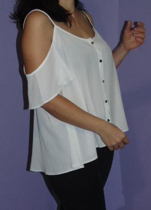 Белая блузочка с открытыми плечами/20 размера