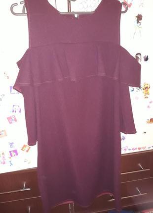 Платье с воланами цвета марсал