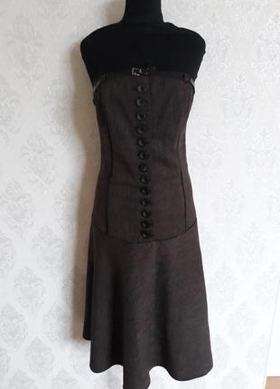 Корсетное шерстяное платье на пуговицах