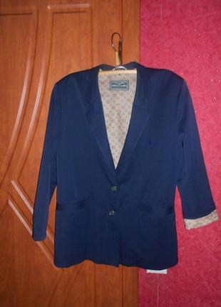 Пиджак с манжетами  прямого кроя 50-52  размер пог 55 см