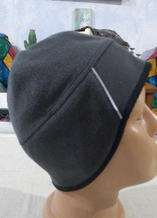 Спортивна облягаюча брендова шапка