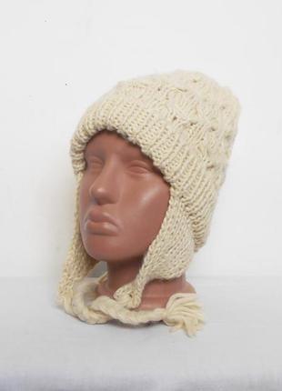 Зимняя осенняя шапка крупной вязки с ушками