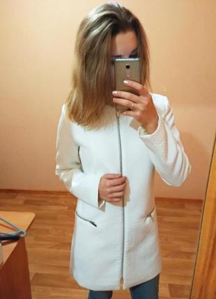Белое новенькое пальто oodji