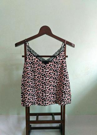 Леопардовая блуза на тонких бретелях, с кружевом