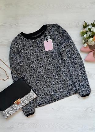 Новый свитер с красивой спинкой