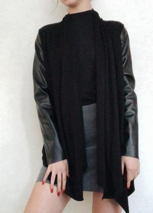 Черный кардиган с кожаными рукавами